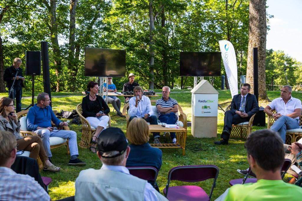 Eesti liikluse üle arutlesid Mari Jüssi, Alo Kirsimäe, Sirli Tallo, Indrek Koemets, Toomas Kivimägi, Indrek Sirk ning Sven Pertens.
